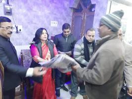 गणतंत्र दिवस पर स्थानीय पार्षद ने बांटे कंबल