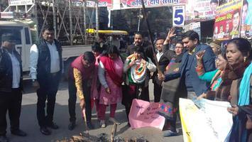 छात्रा को जलाकर मारने के विरोध में प्रदर्शन एवं कानपुर जिलाधिकारी को सौंपा गया ज्ञापन