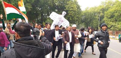 पुलवामा आतंकी हमले के खिलाफ आक्रोश प्रदर्शन एवं आतंकवादियों का पुतला दहन