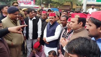 सर्वेश अंबेडकर - एनआरसी व सीएए के खिलाफ फर्रुखाबाद में सपाइयों का धरना प्रदर्शन