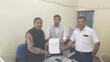 राजीव द्विवेदी - यूपी विधानसभा चुनाव 2022 के मद्देनजर कांग्रेस घोषणा पत्र में प्रमुख मुद्दों को शामिल करने हेतु कानपुर विवि कर्मचारी संघ को सौंपा निमंत्रण पत्र