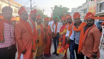 शिवपाल सावरिया - राजाजीपुरम के अंतर्गत संघ परिवार के तत्वावधान में दशहरा के अवसर पर निकली गयी शोभायात्रा
