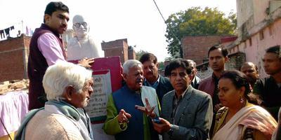 राष्ट्रपिता महात्मा गांधी जी की प्रतिमा के पुनर्निर्माण हेतु सौंपा गया ज्ञापन