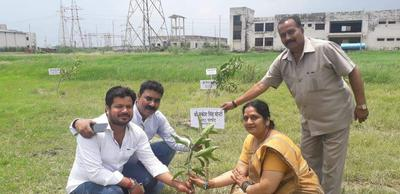 सरोजिनीनगर स्थित गिंदनखेड़ा में वृहद् वृक्षारोपण अभियान