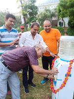 अंतरराष्ट्रीय खेल दिवस पर स्टेडियम में पानी की मशीन का उद्घाटन