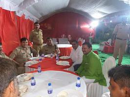 पार्षद मोनू कनौजिया द्वारा पुलिस प्रशासन का सम्मान