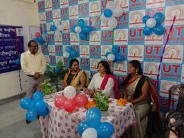 पार्षद वीना रावत जी ने बैग वितरित कर छात्राओं का किया उत्साहवर्धन