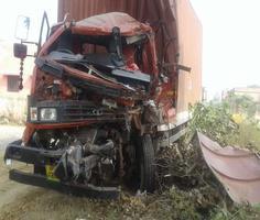 अज्ञात वाहन से टकराई कैंटर, पिता की मौत, पुत्रियां गंभीर